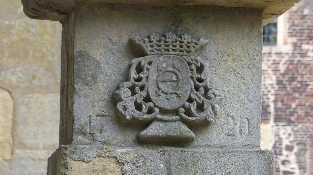 """© """"Burgen in Westfalen""""    Wappen derer von Nagel an der Zugbrücke"""