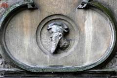 Burg Vischering - Wappen über dem Restaurant-Eingang