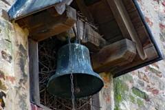 "© ""Burgen in Westfalen"" | Glocke am Kapellengiebel im Innenhof"