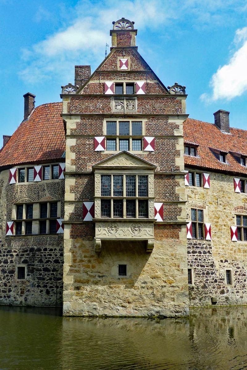 """© """"Burgen in Westfalen""""    Auslucht an der Kernburg"""
