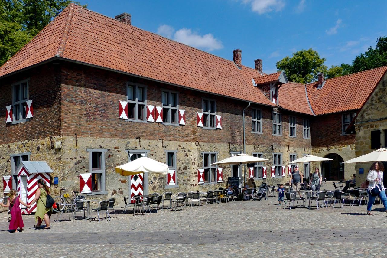 """© """"Burgen in Westfalen""""    Vorburg"""