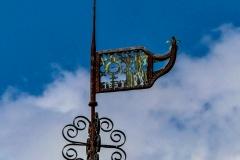 Haus Itlingen - Wetterfahne mit Name, Wappen und Jahreszahl