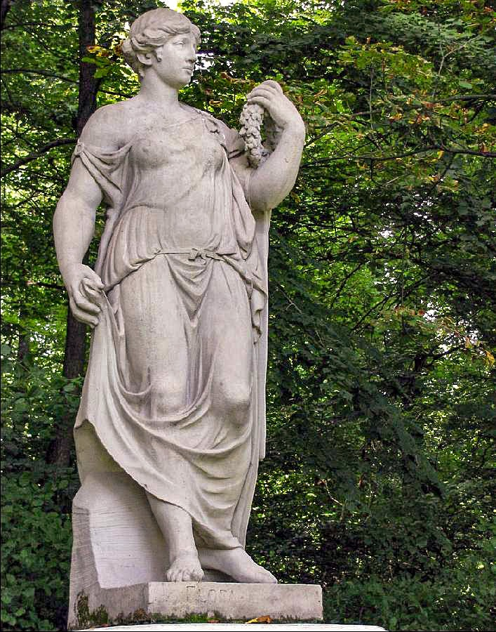 (8) Statue an der Burgallee - Flora
