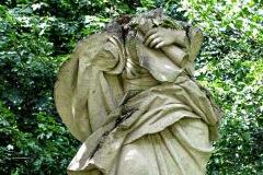 (2) Statue an der Burgallee - weiblicher Torso