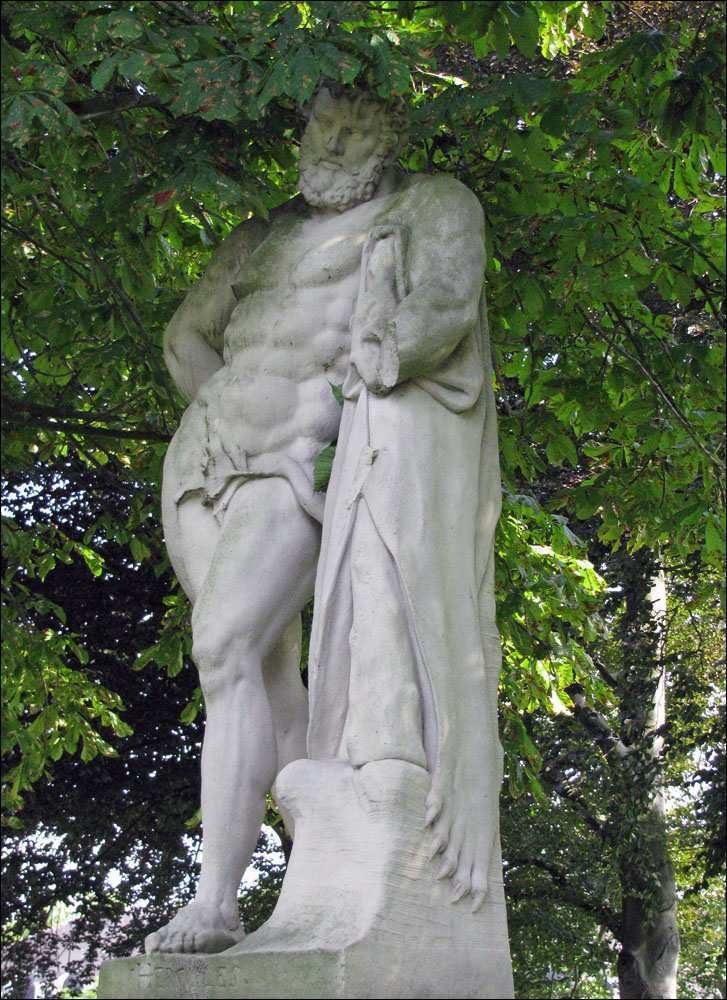 [1] Statue an der Burgallee | Herkules