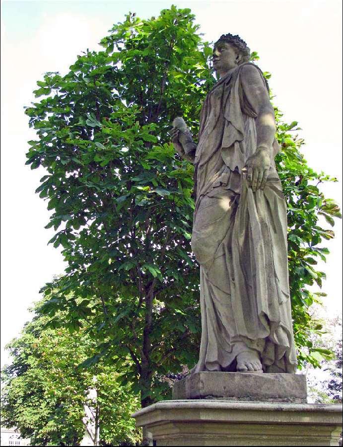 [4] Statue an der Burgallee | Uranie-Muse