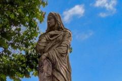 Statue an der Burgallee |  Vestalin