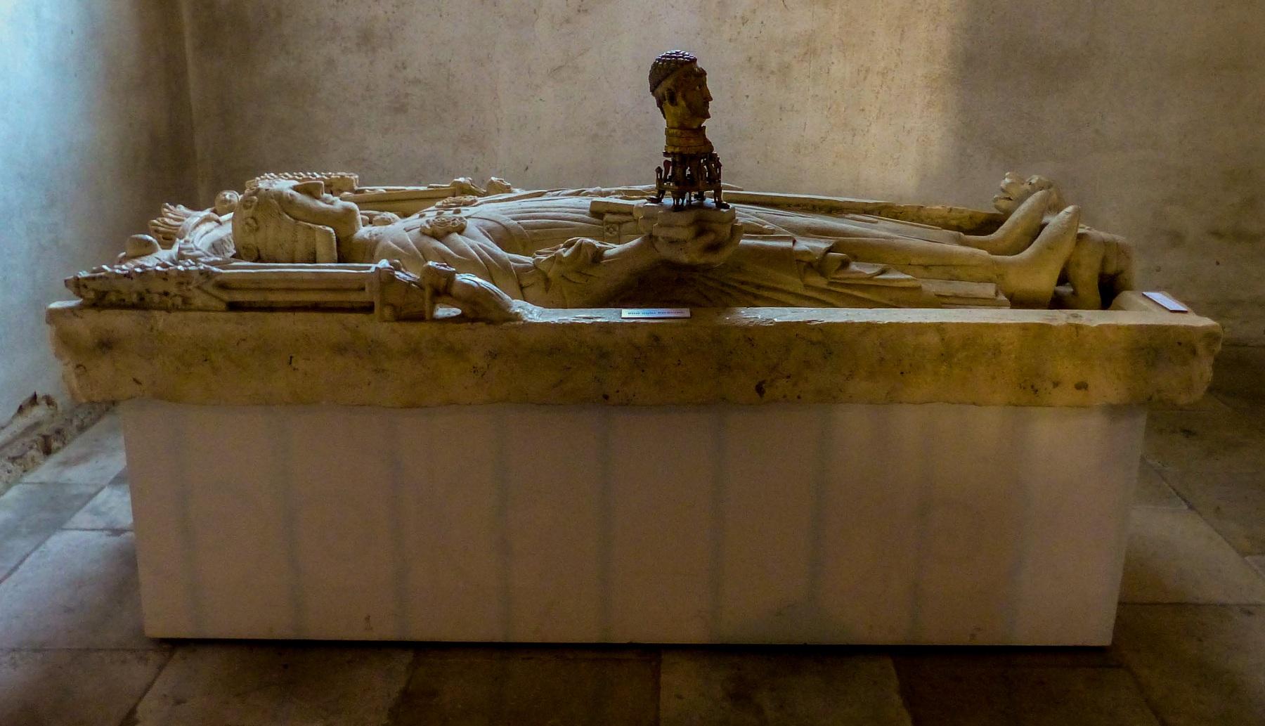 Schloss Cappenberg | Stiftskirche - Grabplatte von Gottfried von Cappenberg (um 1300) im südlichen Querhaus