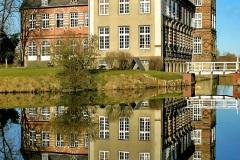 Schloss Hovestadt mit Spiegelung