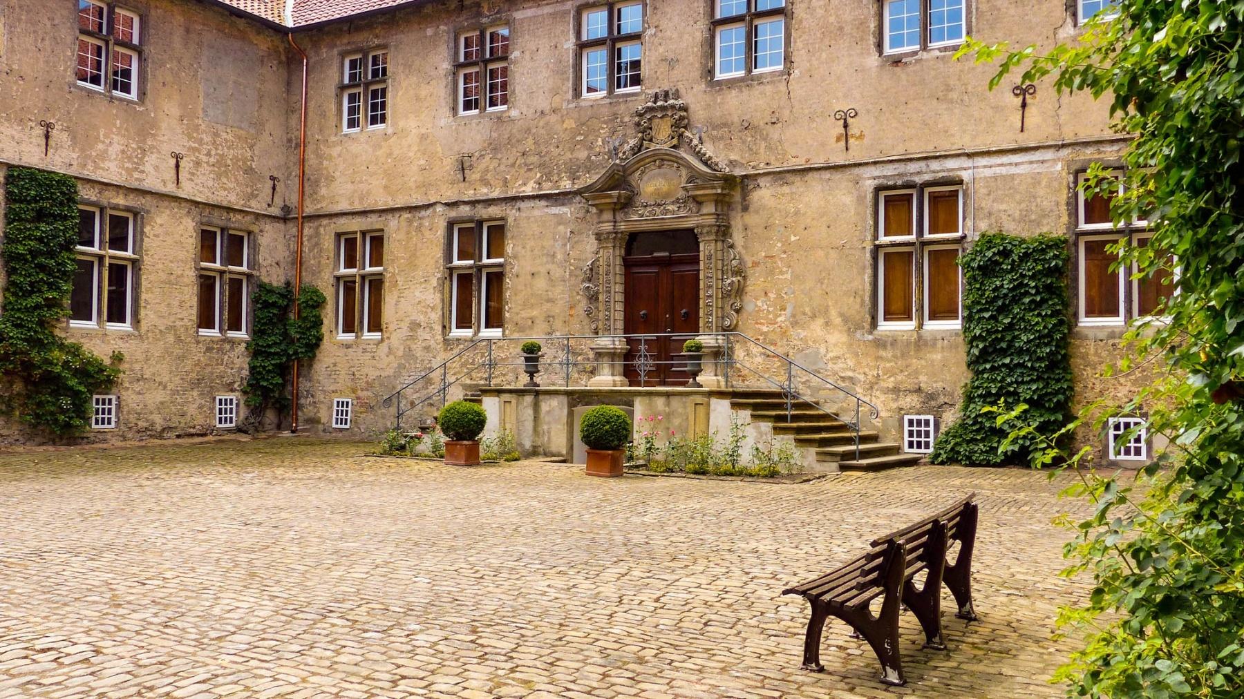 Schloss Westerwinkel   Hauptschloss Portal
