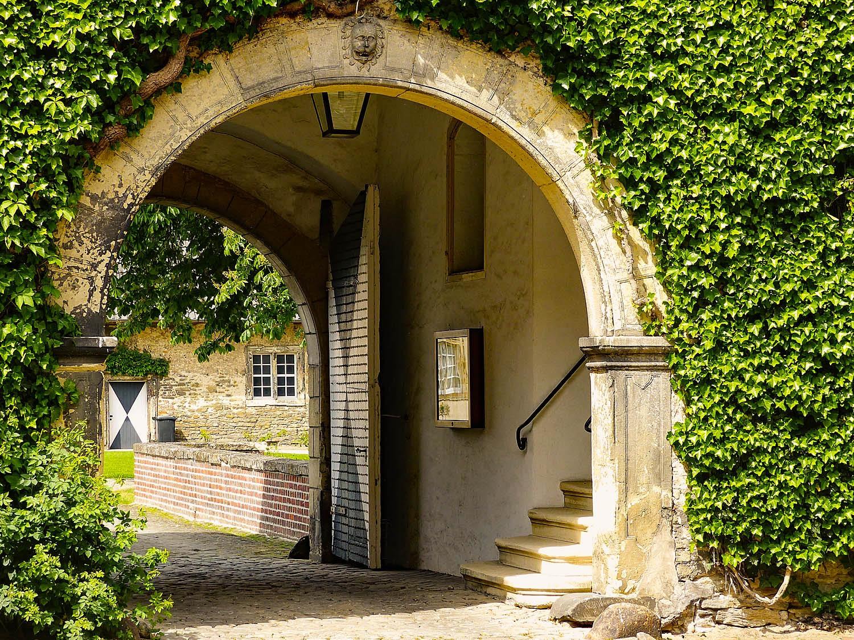 Schloss Westerwinkel Durchgang zum Hauptschloss
